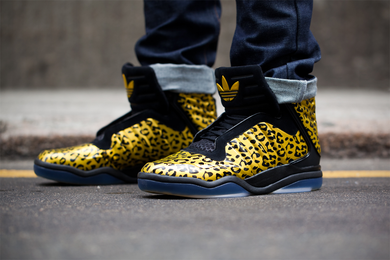 "Image of adidas Originals TS Lite AMR ""Trophy Hunter"" Closer Look"