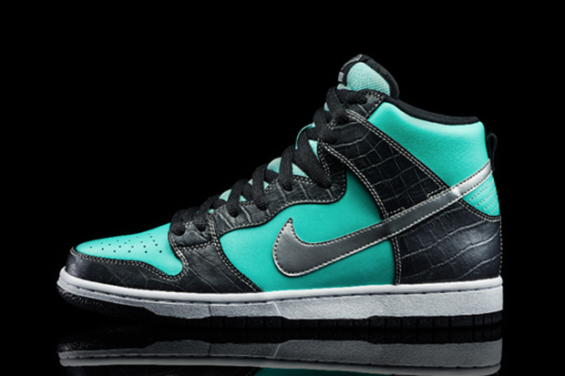 http://i0.wp.com/hypebeast.com/image/2014/01/diamond-supply-co-nike-sb-dunk-high-tiffany-nick-diamond-1.jpg?w=930