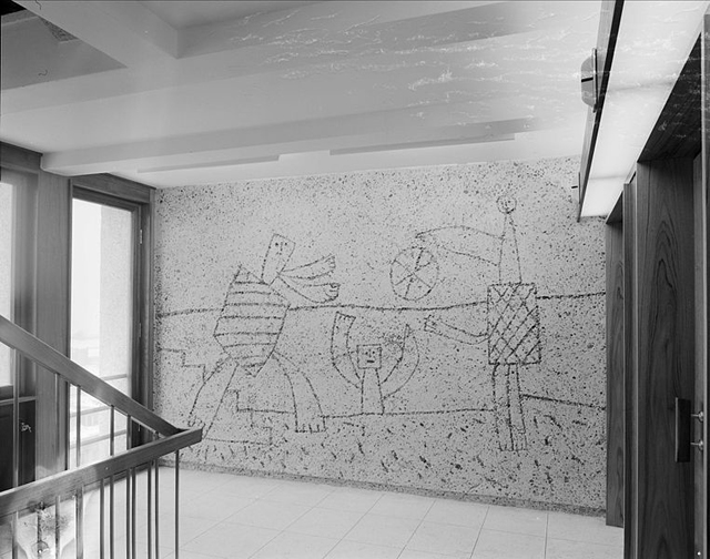 1959 photograph of a mural by Picasso in one of the Erling Viksjø-designed government buildings in Oslo (photograph by Leif Ørnelund, via Oslo Museum)