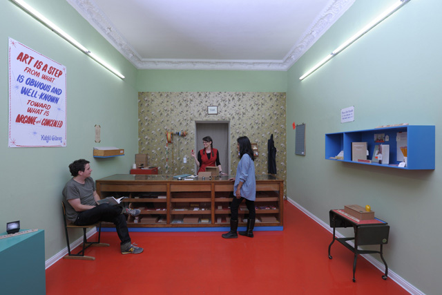 Customers in the Volksboutique Small Business (photo © Uwe Walter Berlin)