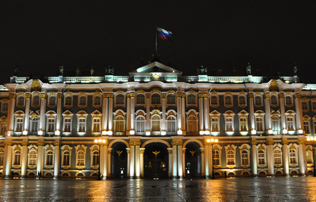 Saint Petersburg's famed Hermitage at night. (photo by Hrag Vartanian for Hyperallergic)