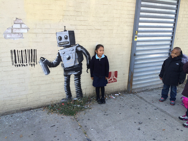 Children love the robot vandal in Coney Island (all photos by Hrag Vartanian for Hyperallergic)
