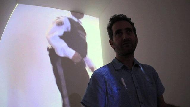 """Yoshua Okon in front of his """"Orillese a la Orilla"""" installation"""