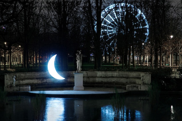 """""""Private Moon"""" in the Jardin des Tuileries"""