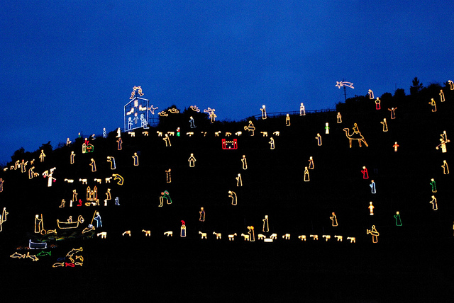 Hill of lights in Manarola (photograph by  Elena Giglia/Flickr user)