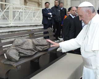 """Pope Francis with the model for """"Homeless Jesus"""""""