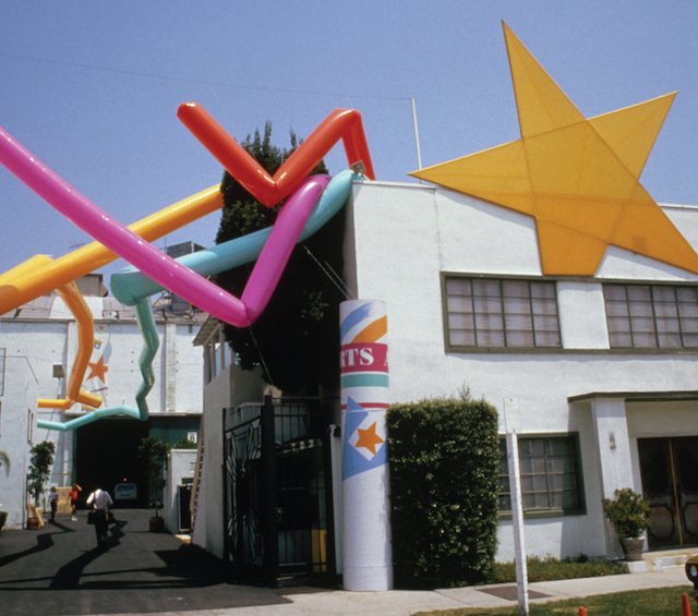 Some of the graphic installations by the Memphis Group of designers that decorated Los Angeles (© 1977 Comité International Olympique)
