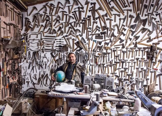Henryk Hetflaisz, photo of artisan Beneone Olaru