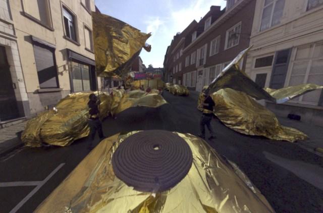 Foil flag waving in 'Mons Street Review'