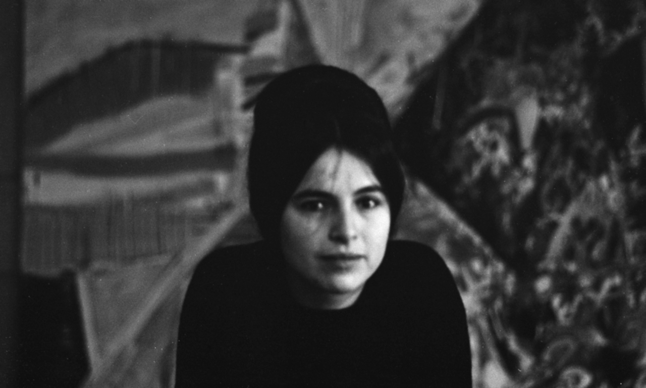Eva Hesse ca. 1963 (photo by and courtesy of Barbara Brown)