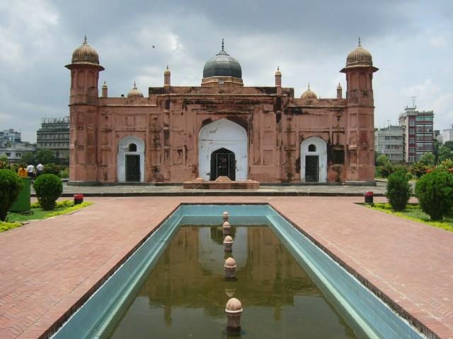 Lalbagh Fort in Dhaka (photo by Shahnoor Habib Munmun, via Wikipedia)