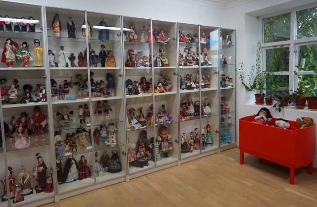 Rows and rows of dolls