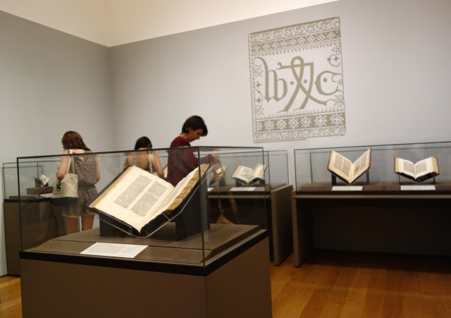 Installation view of 'William Caxton and the Birth of English Printing' (photo by the author for Hyperallergic)