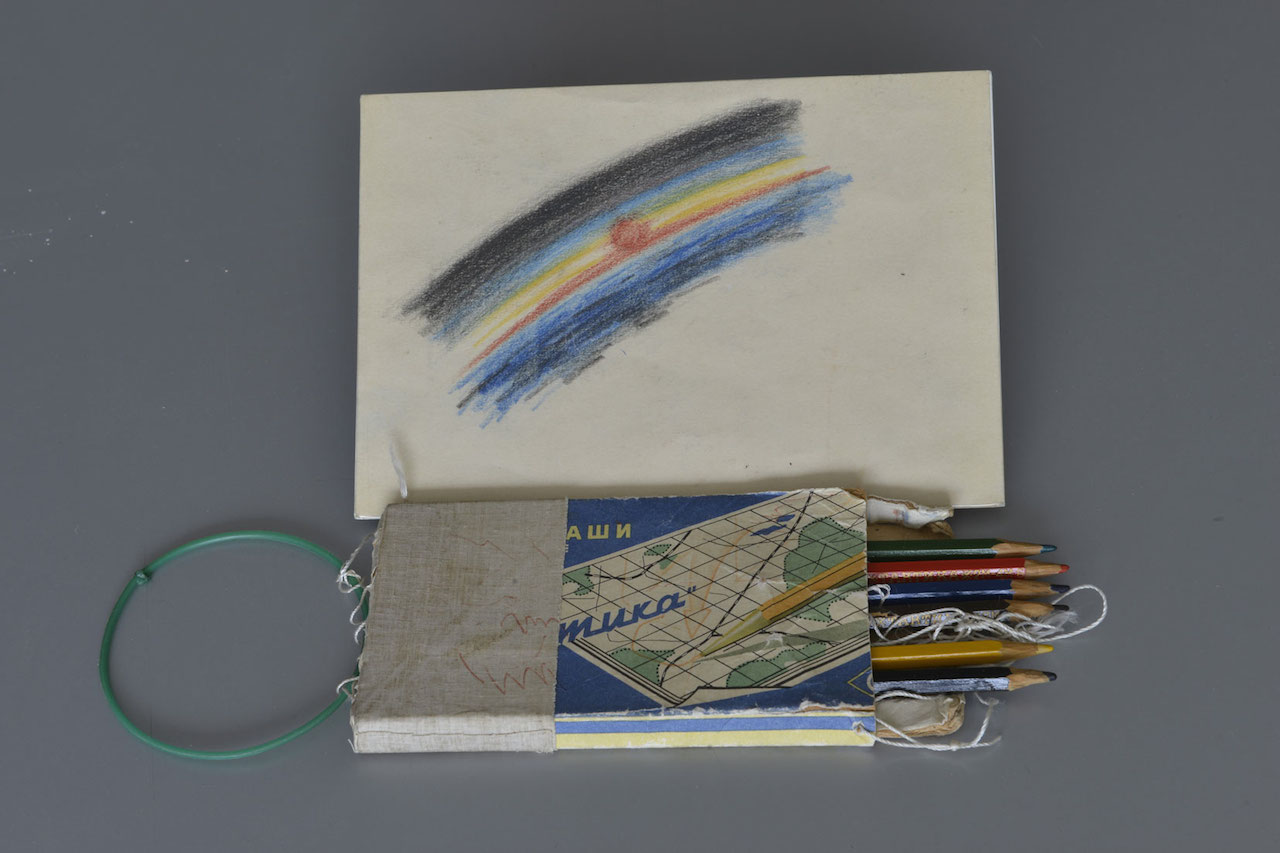 Taktika pencils used by Alexei Leonov on board Voskhod 2 (1965) (© Museum of the Yuri Gagarin Cosmonaut Training Centre)