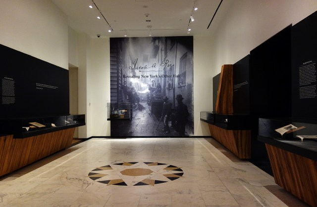 Installation view of 'Jacob A. Riis: Revealing New York's Other Half' (photo by the author for Hyperallergic)