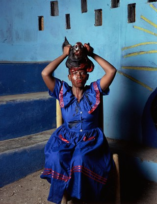 "Deana Lawson, ""As Above So Below, Port-au-Prince, Haiti"" (2013) (© Deana Lawson, courtesy Rhona Hoffman Gallery, Chicago)"