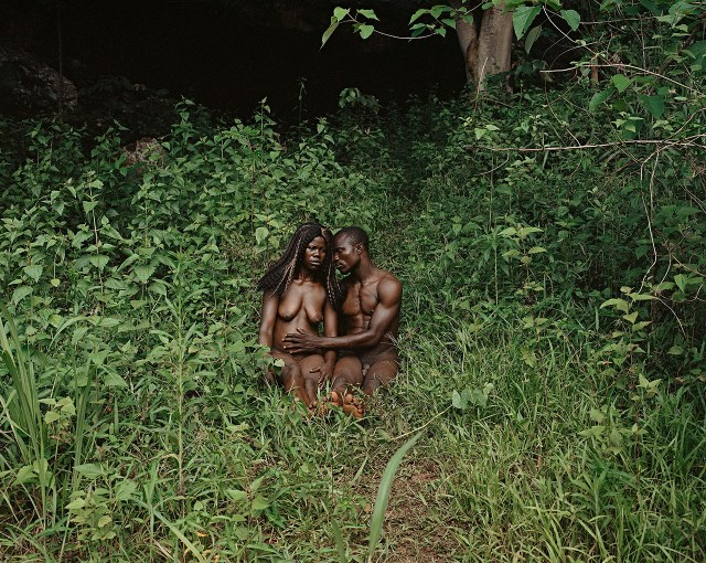 "Deana Lawson ""The Garden, Gemena, DR Congo"" (2014) (© Deana Lawson, courtesy Rhona Hoffman Gallery, Chicago)"