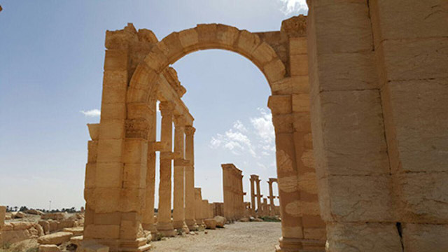 A stretch of the Great Colonnade, as photographed after Palmyra's liberation (photo by Maher Mouaness)