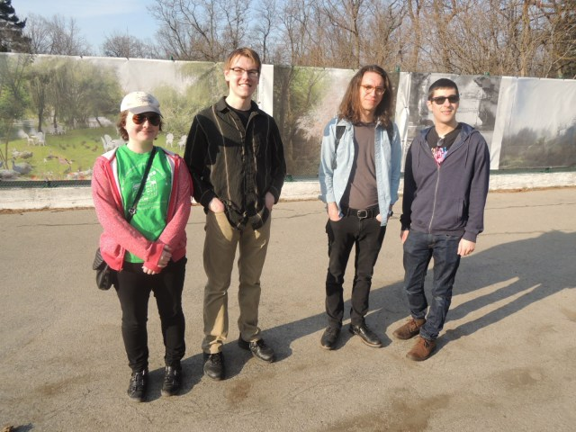 Dorf (second from right) and art appreciators (photo by the author for Hyperallergic)