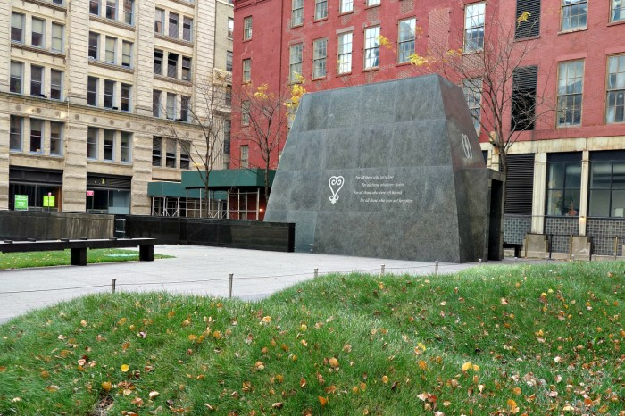 African Burial Ground National Monument (photo by the author for Hyperallergic)