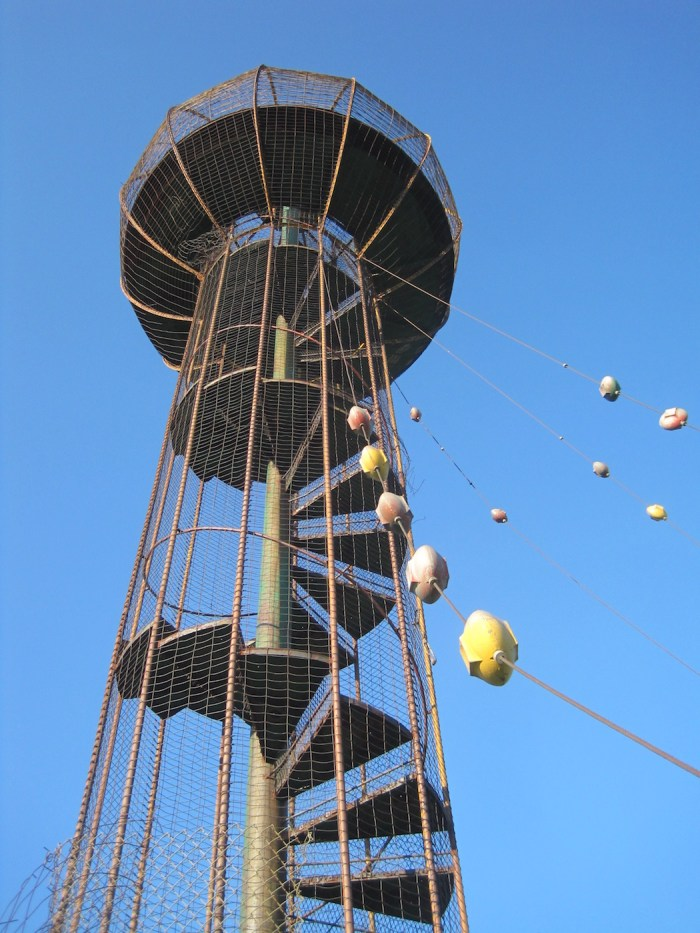 The Play Tower in Bartlesville, Oklahoma, designed by Bruce Goff and built in 1963 (photo by Michael Allen/Flickr)