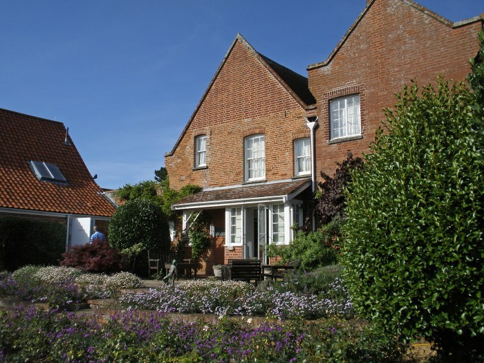 The Red House where composer Benjamin Britten lived with his partner, tenor Peter Pears (photo by Amanda Slater/Flickr)