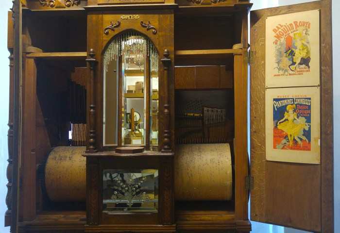 Interior detail of orchestrion by Pierre Von Roy (ca 1920)