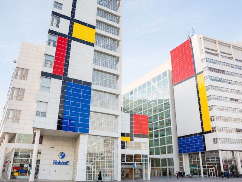 """The exterior of The Hague's City Hall building transformed into """"the largest Mondrian painting in the world"""""""
