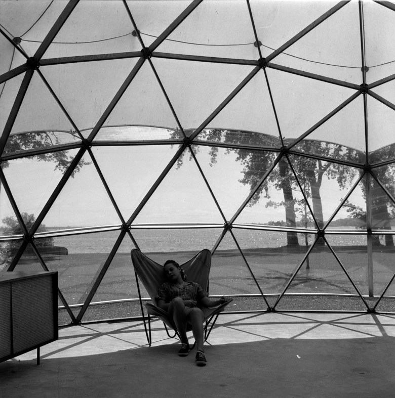 Interior of geodesic dome Skybreak, Lake St. Louis, Beaurepaire, QC (Summer 1951) (Jeffrey Lindsay/Fuller Research Foundation Canadian Division, photo by Jeffrey Lindsay, Canadian Architectural Archives, the University of Calgary)