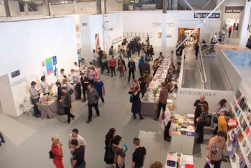 Attendees at the 2013 Los Angeles Art Book Fair (photo by Carren Jao/Hyperallergic)