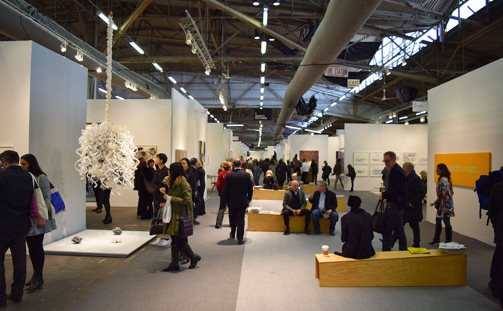 The interior of the Armory Show art fair (photo by Benjamin Sutton/Hyperallergic)
