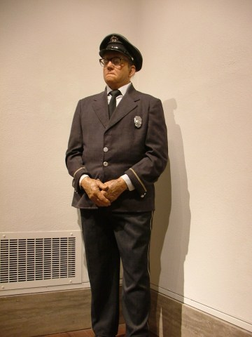 "Duane Hanson, ""Museum Guard"" (photo by Rebecca Partington/Flickr)"