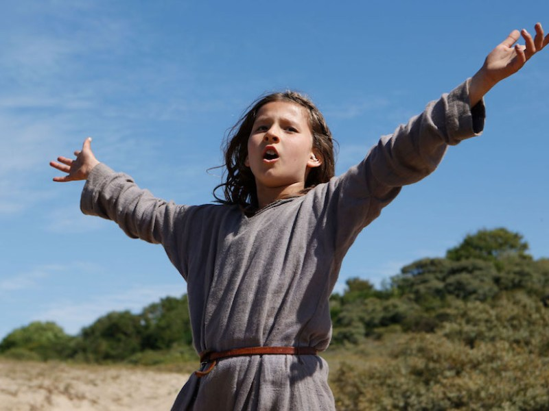 A scene from Jeannette: The Childhood of Joan of Arc (2017, directed by Bruno Dumont)
