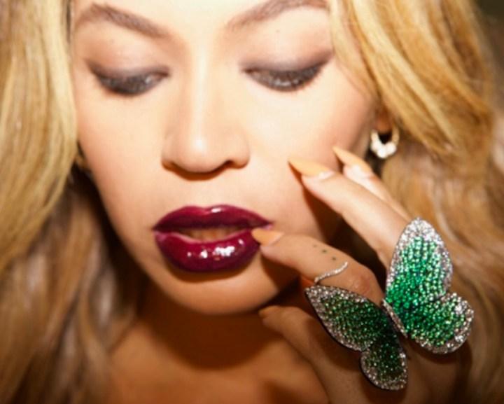 Beyoncé wearing the 'Papillon' ring designed by Glenn Spiro (photo by Jay-Z)