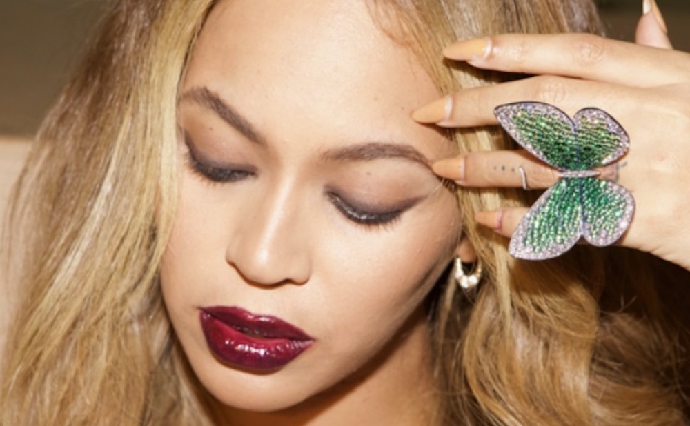 Beyonc Donates Bejeweled Butterfly Ring To Victoria