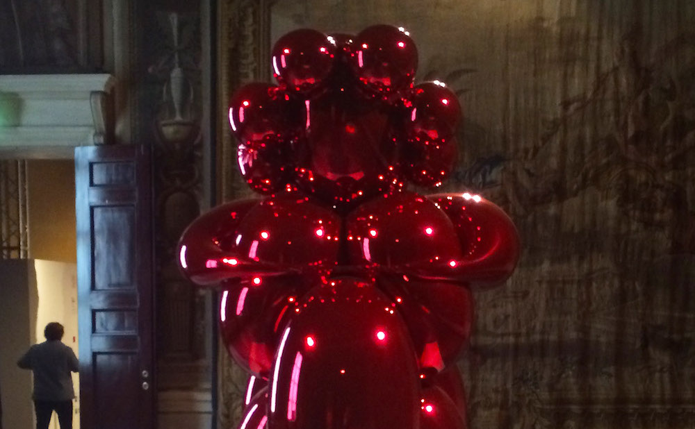 "Jeff Koons, ""Balloon Venus (Red)"" (2008–12), in The Great Mother (2015) at Milan's Palazzo Reale (photo by the author for Hyperallergic)"