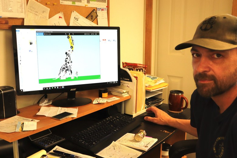 """Darren Schauf with the """"Spot"""" 3-D computer drawing (photo by the author for Hyperallergic)"""
