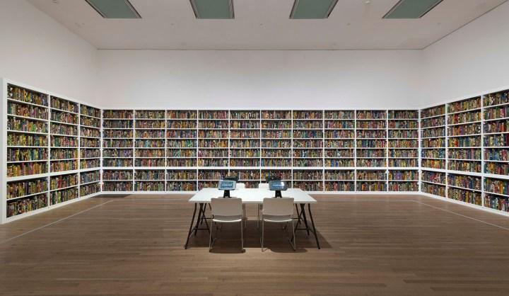 "Yinka Shonibare, ""The British Library"" (2014), Tate Modern 2019 (© Yinka Shonibare, photo by Oliver Cowling, Tate)"