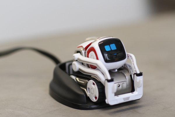 the owner of ankis assets plans to relaunch cozmo and vector this year hyperedge embed