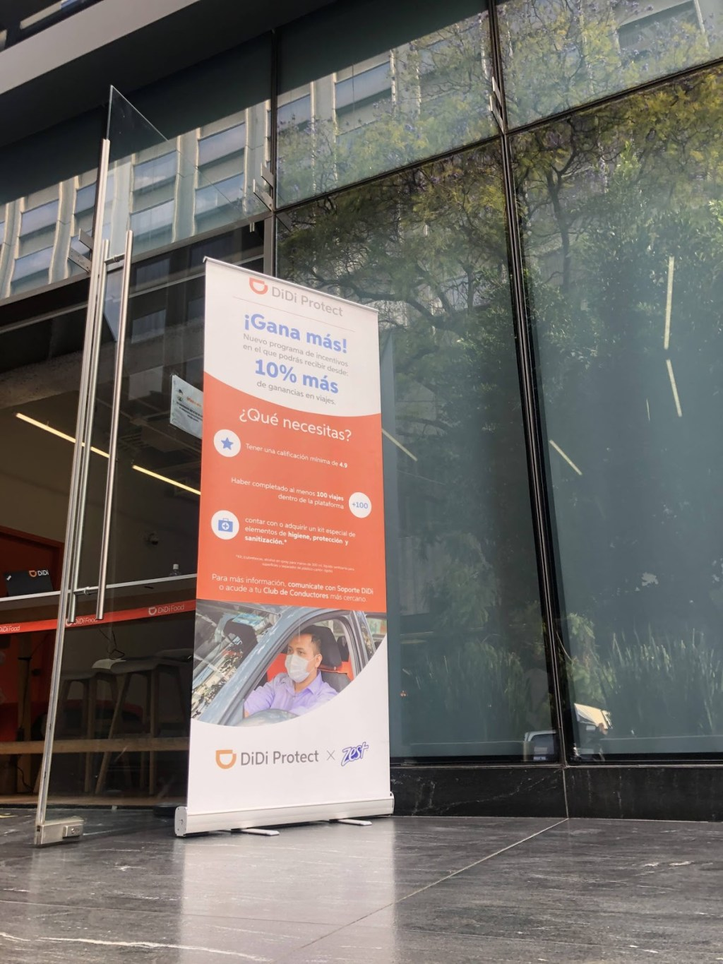 DiDi delivery worker recruitment promotion banner outside venue