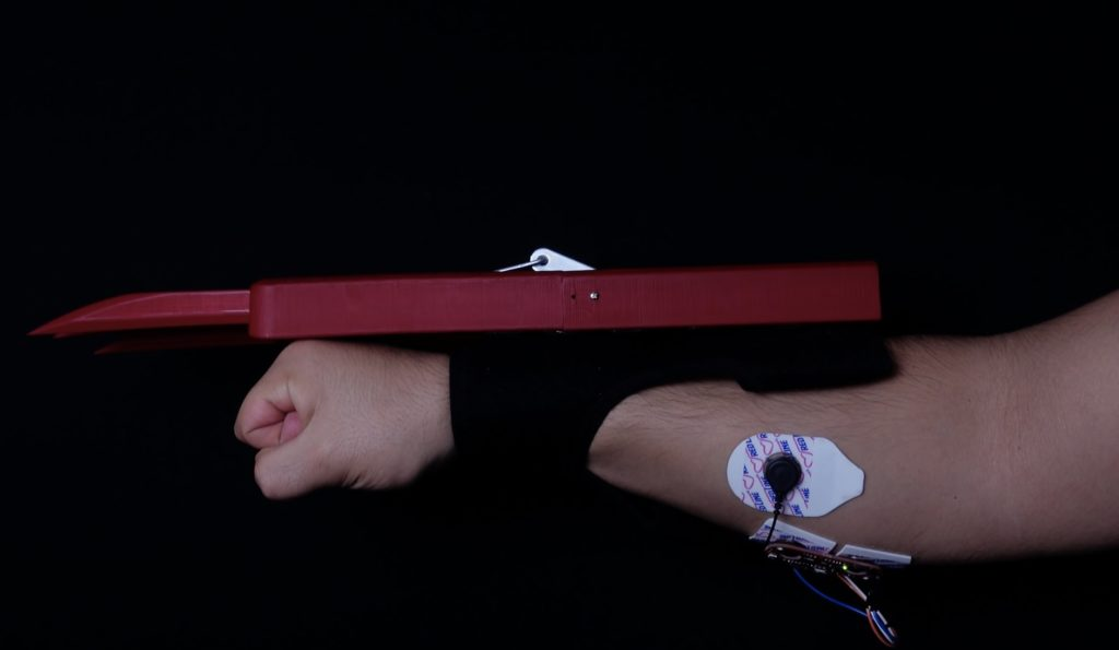 channel your inner wolverine with these 3d printed muscle controlled bionic claws hyperedge embed