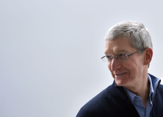 tim cook plays innocent in epic v apples culminating testimony hyperedge embed image