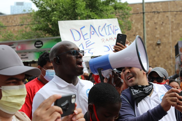 rideshare drivers gather in nyc in hopes of unionizing 1 hyperedge embed image