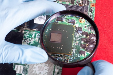 PCB analysis using a magnifier