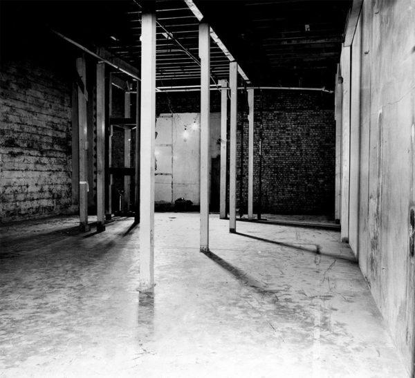 Local de nascimento da Era Atômica, a sala de raquetismo sob o estádio de futebol americano da Universidade de Chicago
