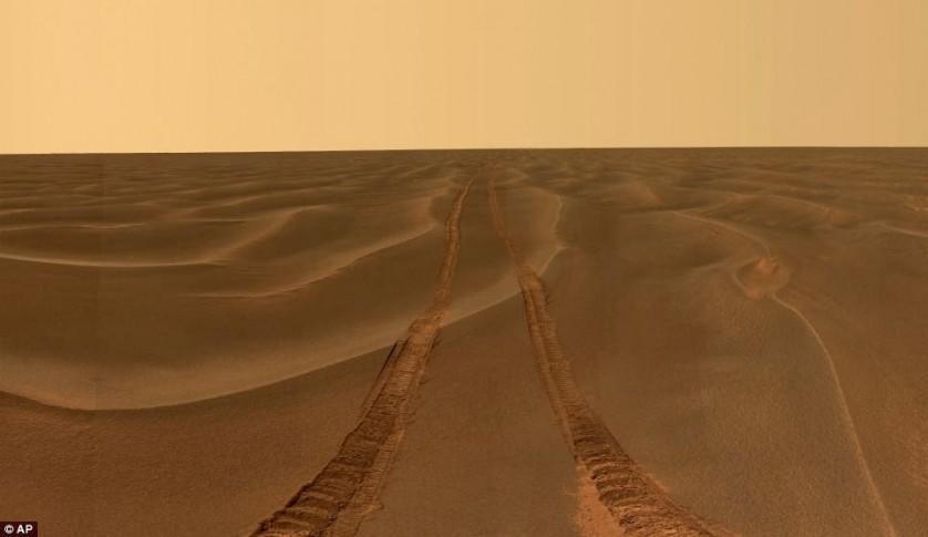 """O imenso vazio das planícies de Meridiani de Marte, capturado pela Opportunity durante o mês em que ficou presa nas dunas de areia apelidadas de """"Purgatório"""""""