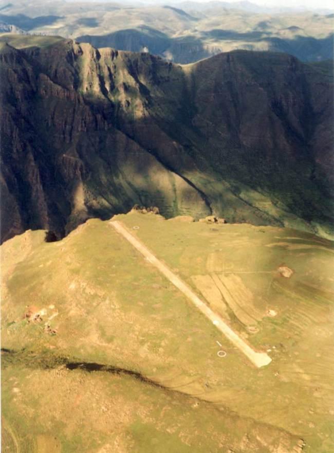 Matekaneairrunway TOM CLAYTOR.jpg  scary airports