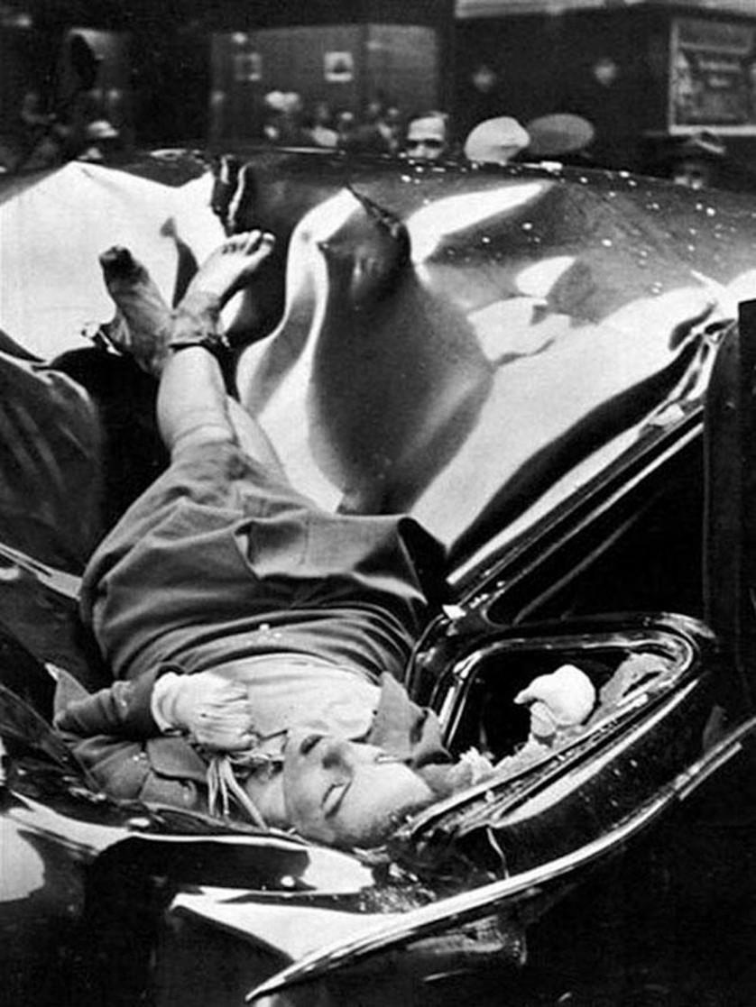 Em 1947, aos 23 anos de idade, Evelyn McHale pulou da plataforma de observação do Empire State Building em uma limusine que estava estacionada logo abaixo. O estudante de fotograria Robert Wiles ouviu o estrondo explosivo e tirou essa foto logo depois. Anos mais tarde, o artista pop Andy Warhol adaptou o clique para uma obra de arte