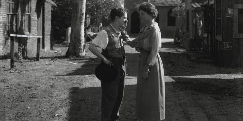 Helen Keller conhece Charlie Chaplin, em Hollywood, em 1919