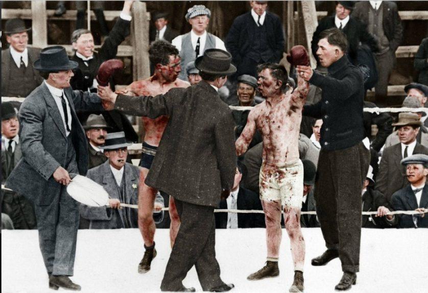 Dois pugilistas depois de uma briga